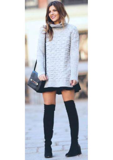 Si no te gusta usar tacones altos, opta por estas botas de piso, combinadas con una minifalda y un maxi suéter.