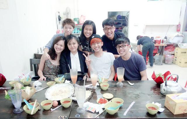 uni mates group pic after having mookata