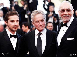 شایعا لباف (چپ) در کنار مایکل داگلاس و فرانک لانگلا