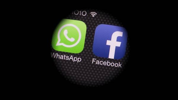 Con perfiles falsos en redes sociales, el acosador consiguió el teléfono de la menor. (BLOOMBERG)