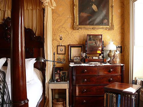 williamiveylong_bedroom_wallpaper