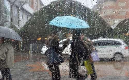Frente fria traz chuvas e ventos neste feriado de Finados