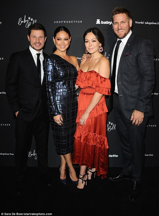 Fab: Australian celebrity chef Curtis Stone and his gorgeous wife Lindsay Price, who wore a cleavage-baring silky red gown