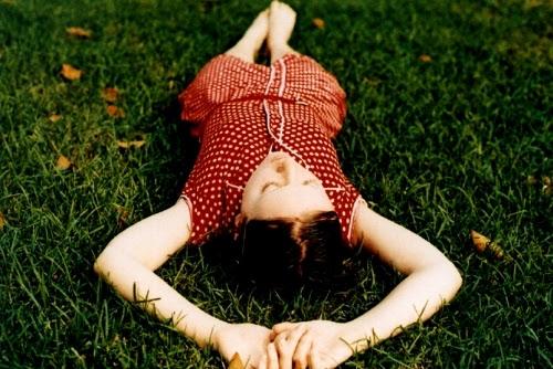 beauty, bolinhas, dress, fall, girl, grass