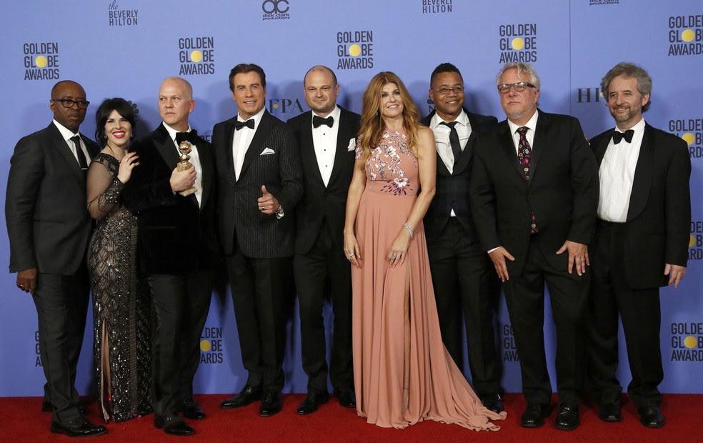 Equipe de 'American crime story: O povo contra O.J. Simpson' celebra o Globo de Ouro de melhor série limitada ou filme para TV (Foto: Mario Anzuoni/Reuters)