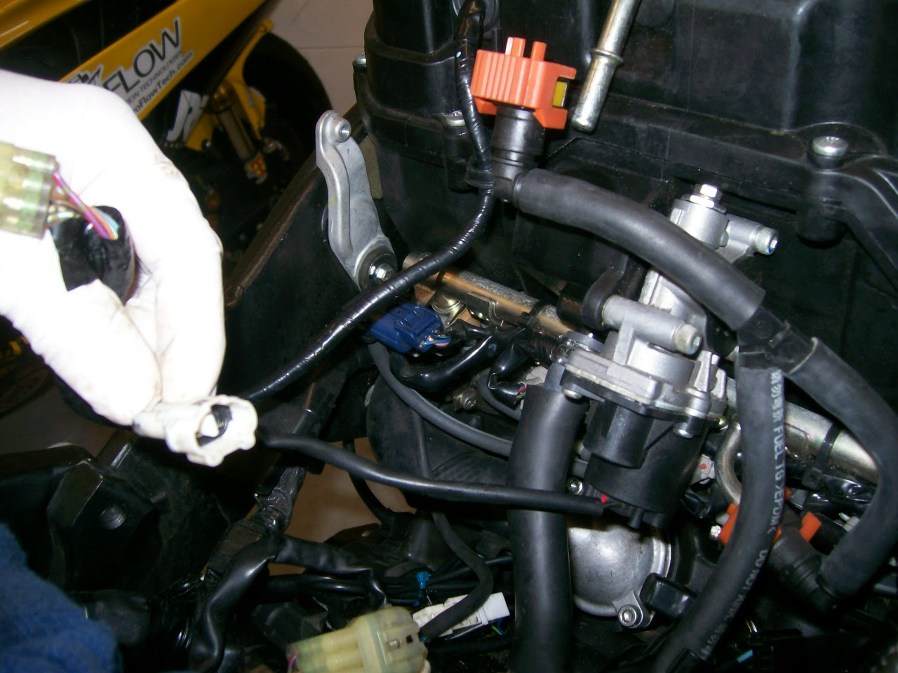 Removing Yamaha R6 Fuel Injectors Removing Fuel Injectors Fuel Injector Service On Yamaha R6 Pro Flow