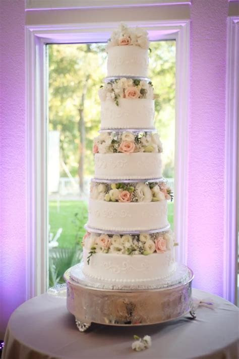 Floating tiers, round wedding cake, fresh flowers, five