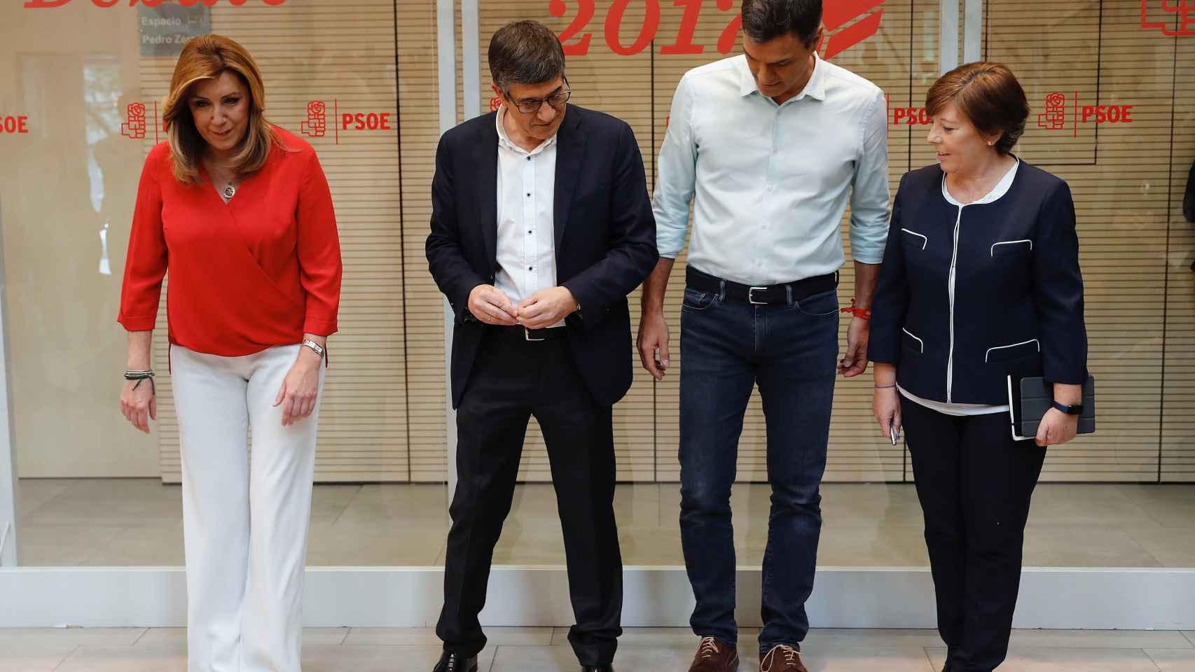 Los tres candidatos con la moderadora del debate Carmen del Riego.