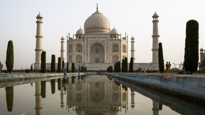 Australians die in crash 'on way to Taj Mahal'