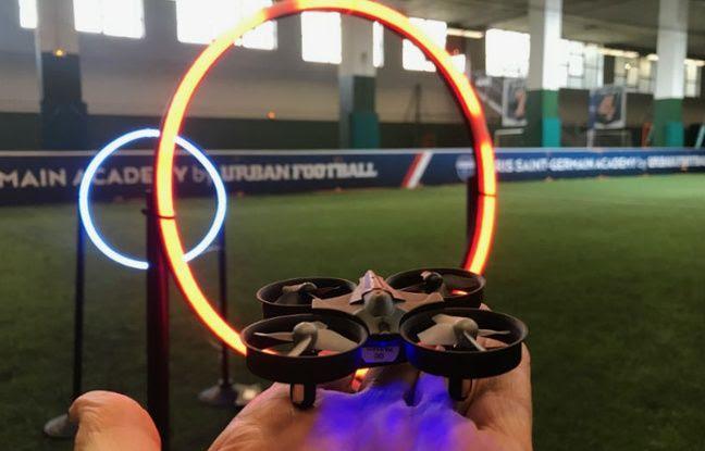 Les cours de pilotage de drones en salles se développent en France.