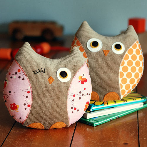 junevintage:  Scrappy corduroy and fabric owls… mrsamberapple:  OWLS!