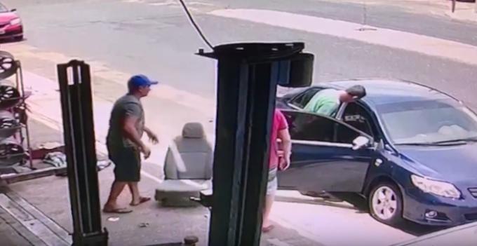 Camilla Abreu: Vídeo mostra PM trocando banco de carro após crime