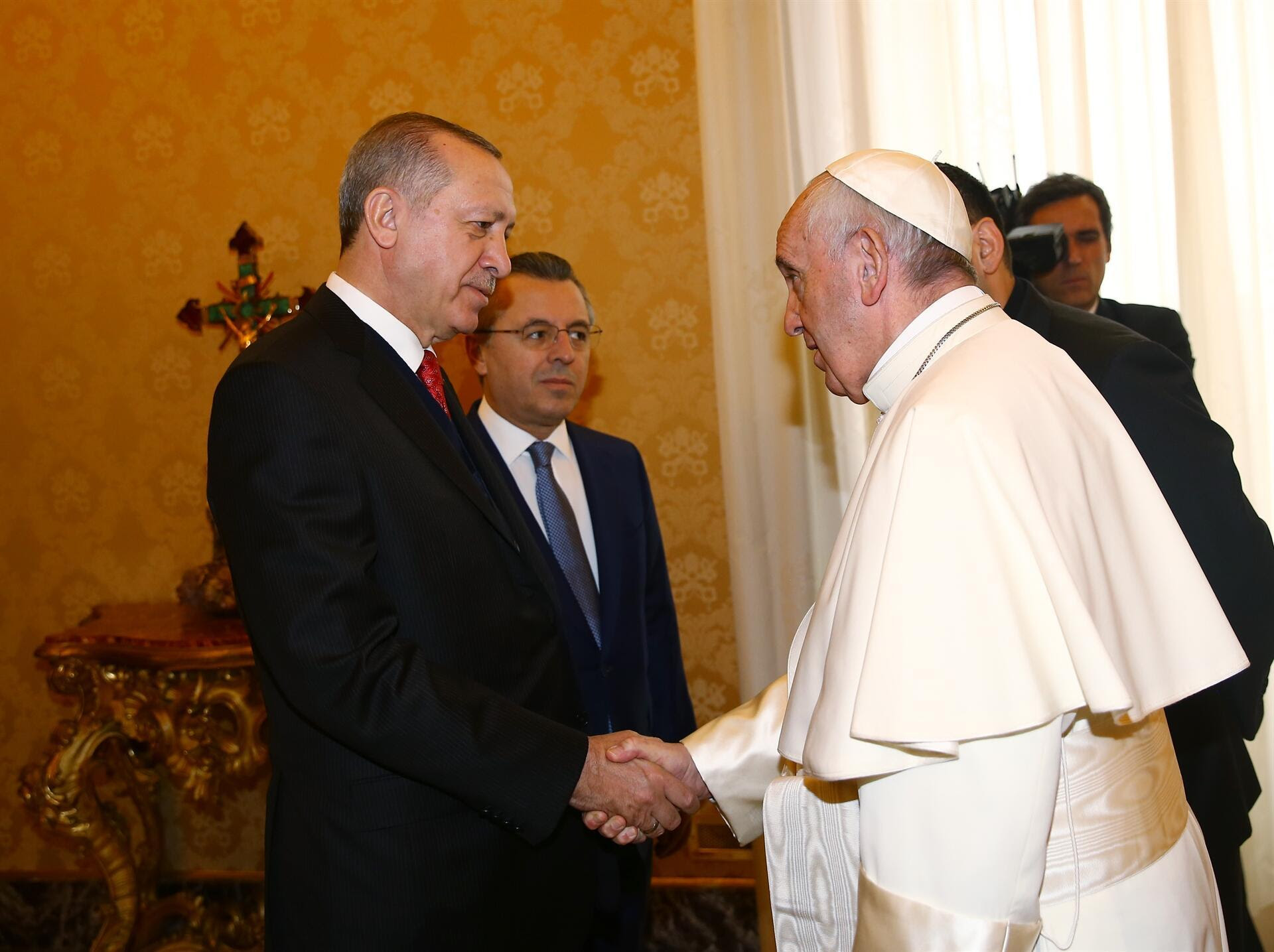 President Erdogan meets Pope Francis in Vatican City