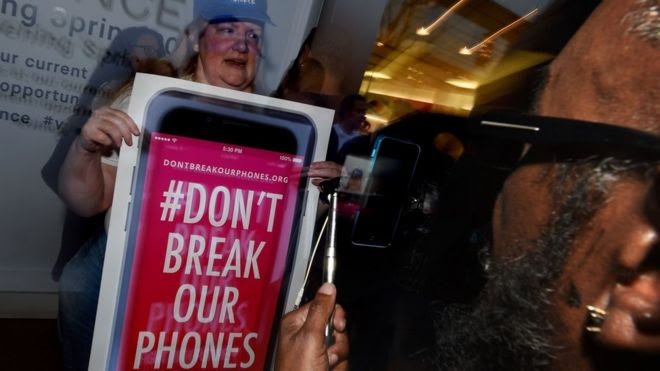 Apple asks court to reverse FBI iPhone order