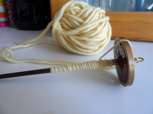 Spindle spinning pencil roving yarn single-ply bulky
