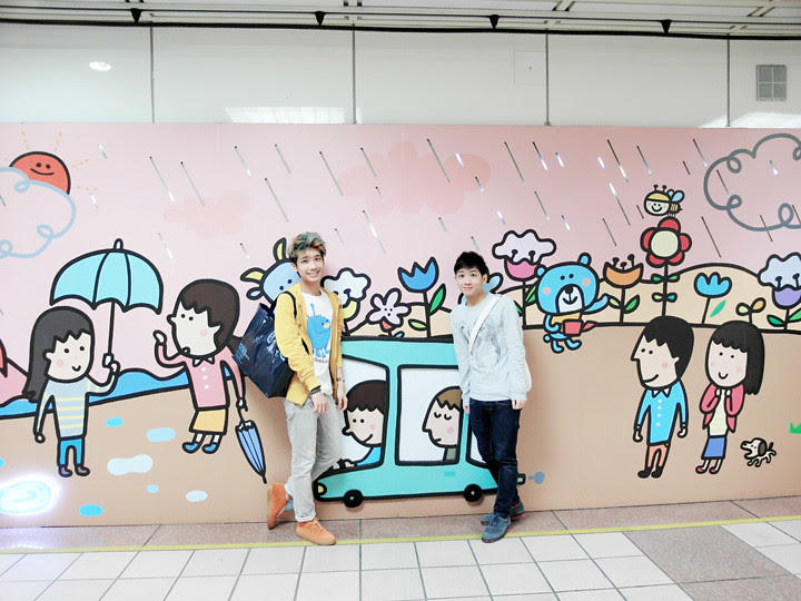 typicalben randy with cute deco at taipei metro