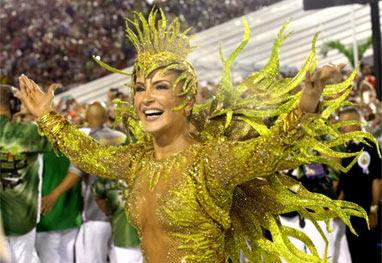 Claudia Leitte confirma que será novamente rainha de bateria da Mocidade em 2016 - Claudio Andrade/Foto Rio News