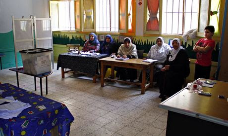 Election workers in Suez
