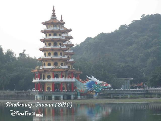 Dragon and Tiger Pagodas 02