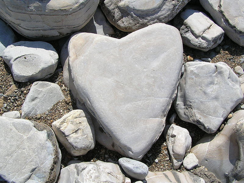 File:Heart-shaped stone.JPG