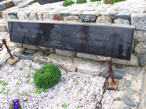 Neruda and Mathilde's grave 2