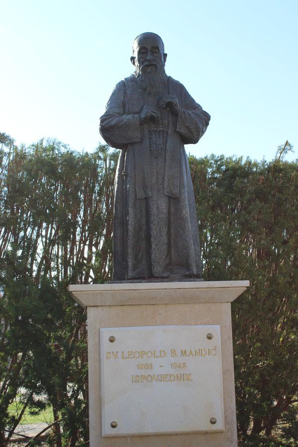statuapadremandic