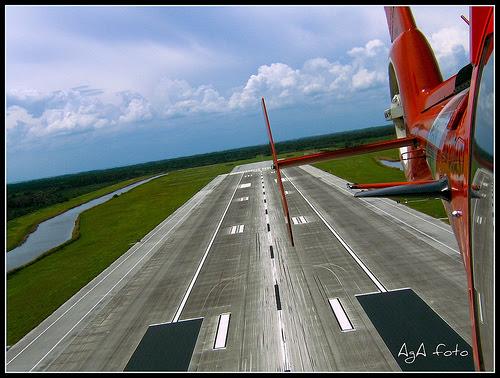 http://www.dimensionsguide.com/wp-content/uploads/2009/12/Longest-Runway.jpg