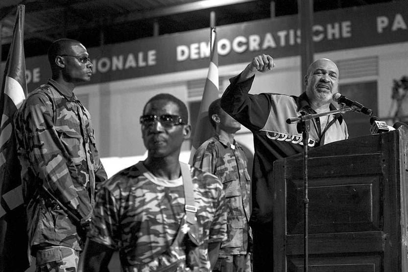 Dési Bouterse, durante un acto de el Partido Democrático Nacional en Paramaribo. / foto: Ed Oudenaarden, Afp (archivo, noviembre de 2007)
