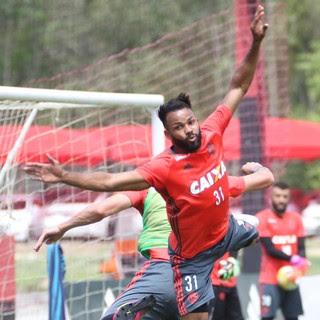 Fernandinho treino Flamengo (Foto: Gilvan de Souza/Flamengo)
