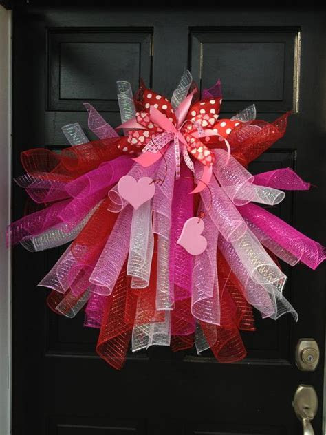 Items similar to Mesh Valentines Wreath, Valentines Wreath
