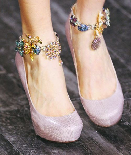 I am in love with ankle jewelry this summer! #trend #jewelry