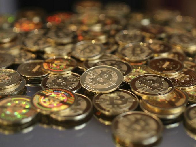 De acuerdo con Bloomberg, las dependencias  informarán al Senado de que 'bitcoin' tiene los mismos riesgos y beneficios que cualquier otro sistema de pago en línea. Foto: Getty