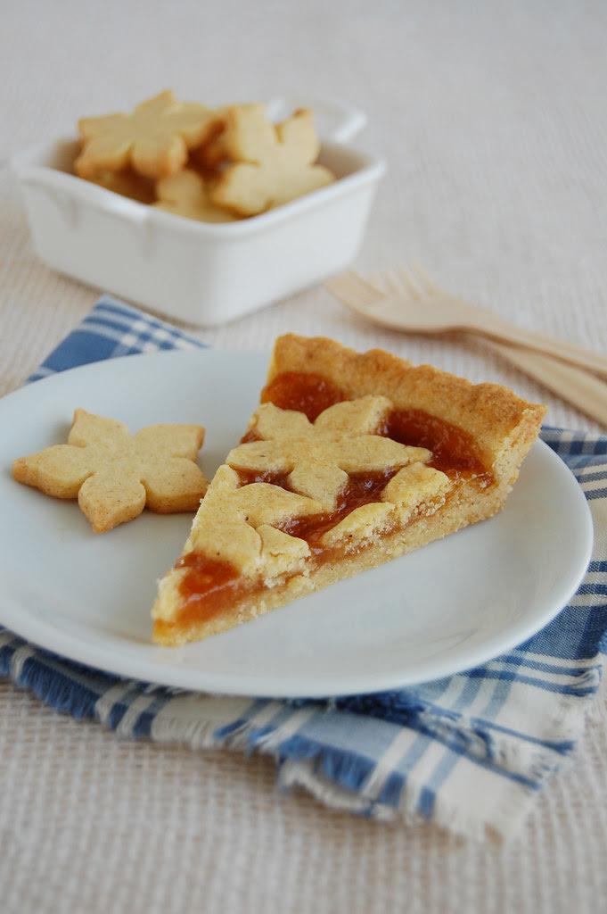 Apricot and almond tart / Torta de amêndoa e geléia de damasco