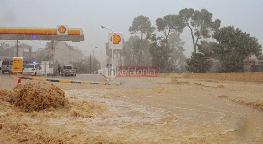 Σκηνές χάους από την σφοδρή νεροποντή – Αποκλεισμένοι δρόμοι - Χωρίς ρεύμα Κεφαλονιά και Ιθάκη (εικόνες + video)