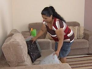 Empregada doméstica deve ter carteira de trabalho assinada (Foto: Reprodução / TV Tem)