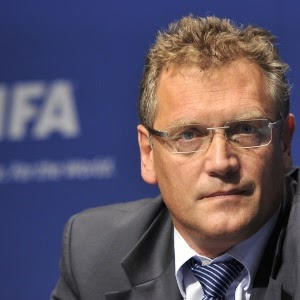 """Ministro do Esporte pede o afastamento, após este dizer que o  Brasil precisaria receber um """"pontapé no traseiro,"""