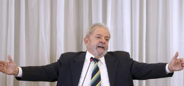 Lula tenta suspender ação do triplex no STF