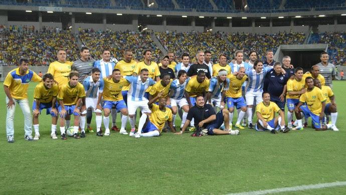 Ex-jogadores de Brasil e Argentina fizeram amistoso em Natal (Foto: Jocaff Souza/GloboEsporte.com)