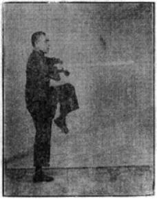 《昆吾劍譜》 李凌霄 (1935) - posture 28