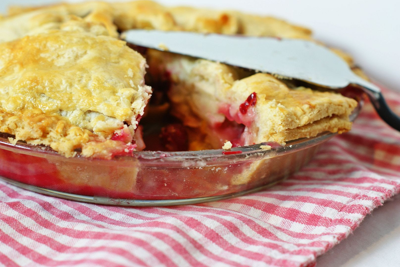 the BEST pie for Thanksgiving! Cranberry Apple Pie