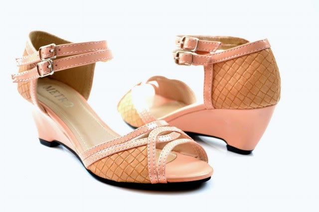 Girls-Womens-Beautiful-Casual-High-Shoes-Eid-Footwear-Collection-2013-by-Metro-Shoes-10