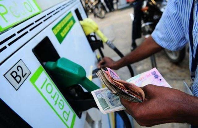 एक साल में 10 रुपए तक महंगा हुआ पेट्रोल और डीजल, जानिए कितनी हो गई कीमत