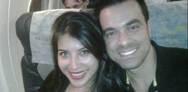 A ex-bbb Priscila Pires posta foto ao lado do marido, Bruno, a caminho de Barretos (26/8/2011)