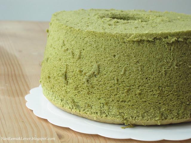 Green Tea chiffon cake with red bean cream