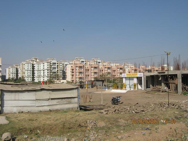 Magarpatta & sales office of Kumar Properties' Kumar Purab, 2 BHK & 3 BHK Flats, off Pune Solapur Road, behind Diamond Cars, Hadapsar, Pune 411 028