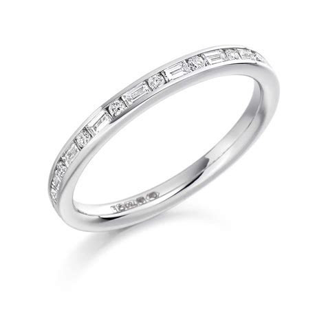 18ct White Gold 0.3ct Round Brilliant Cut & Baguette Cut