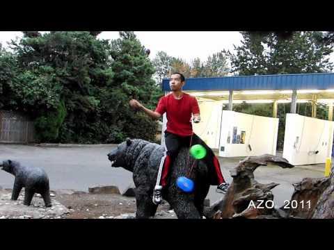 video que muestra a un hombre haciendo acrobacias y malabares