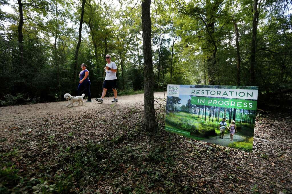 Signs are placed near areas that restoration of The Houston Arboretum & Nature Center trail. Photo: Steve Gonzales, Staff / © 2015 Houston Chronicle