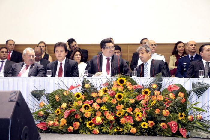 * Governador ressalta parceria com Poderes na posse do procurador-geral de Justiça do Ministério Público.