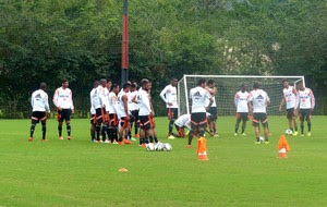 jogadores flamengo treino (Foto: Globoesporte.com)